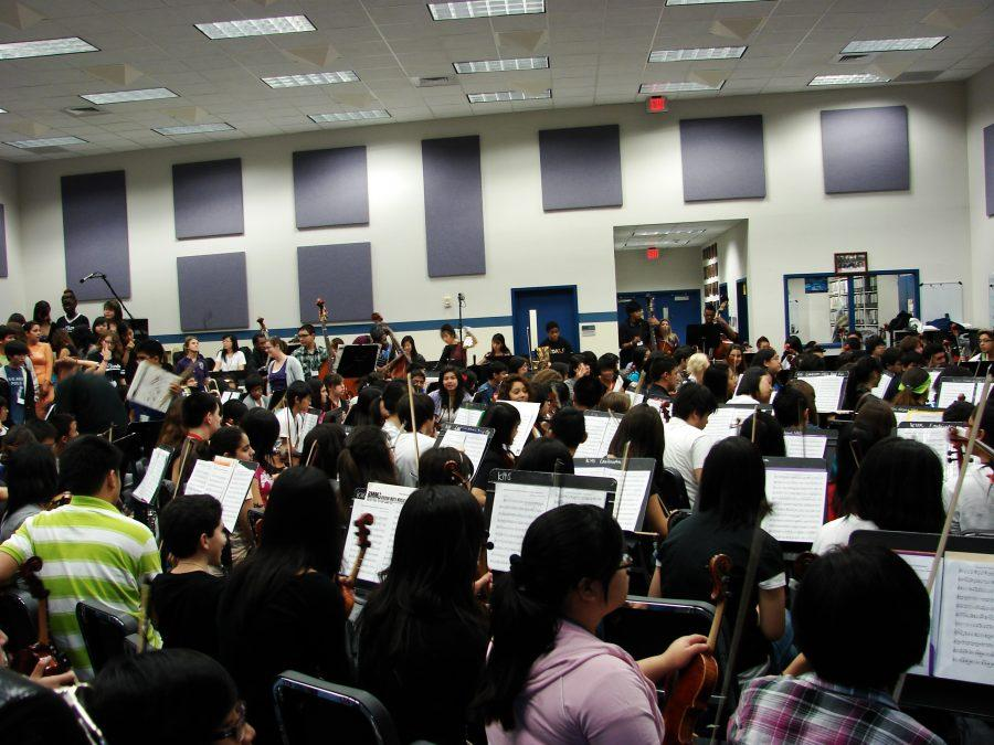 All+the+music+groups+met+in+the+band+hall+on+Tuesday%2C+November+8+to+practice+for+the+holiday+concert.