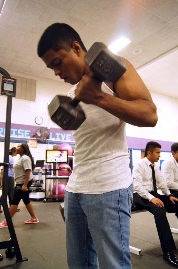 Junior+Abhishek+Mukund+lifts+weights+as+a+way+to+unwind+after+taking+a+test.