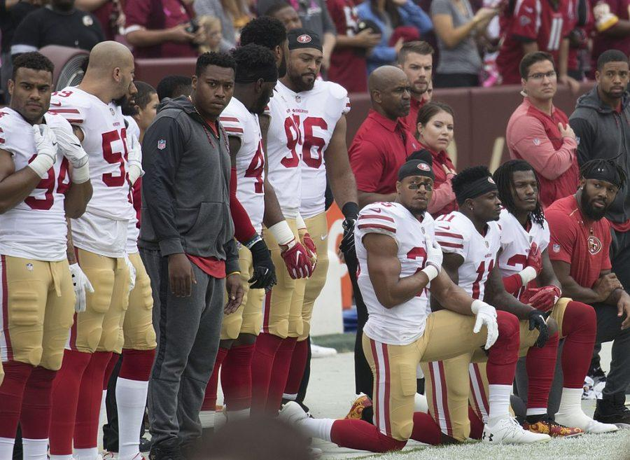 San Francisco 49ers Kneel for National Anthem